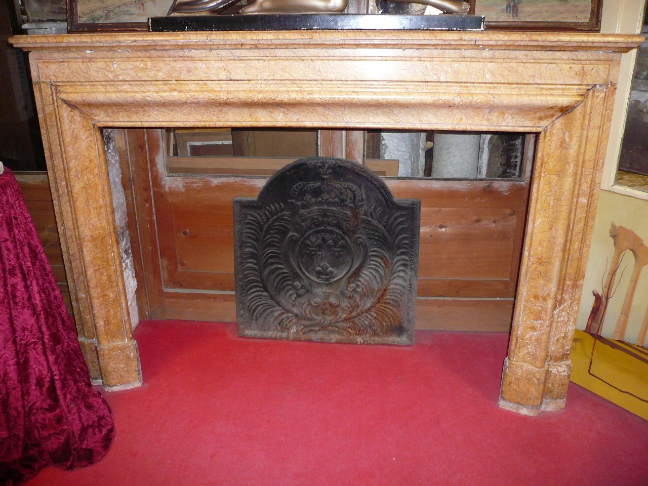 catalogue de chemin es anciennes contient plusieurs dizaines d 39 oeuvres de chemin es en pierre. Black Bedroom Furniture Sets. Home Design Ideas