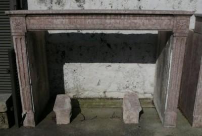 Cheminée d'époque Louis XVI en pierre rose - Cheminées anciennes