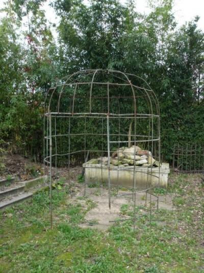 Belle roseraie en forme de Dôme en fer forgé - Antiquités de jardin