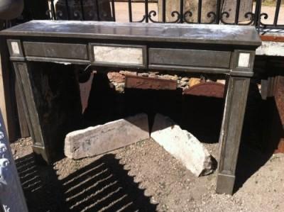Kamin ehemaliger Vorstand bei schwarzen Stein des Jura - Antike Kamine
