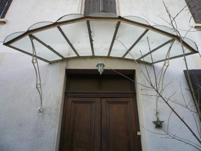 - Antiquitäten des Gebäudes