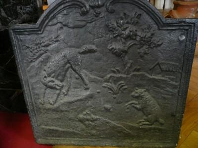 Plaque de cheminée en fonte au thème des fables de Monsieur de La Fontaine Le loup et l'agneau - Antiquités du Batiment