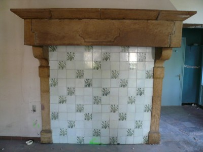 Fireplace from an old Castle  from the Louis XIII period in Burgundy stone - Antique fireplaces