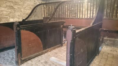 HORSE BOX - Building Antiques