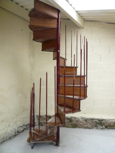 SPIRAL STAIRCASE - Building Antiques