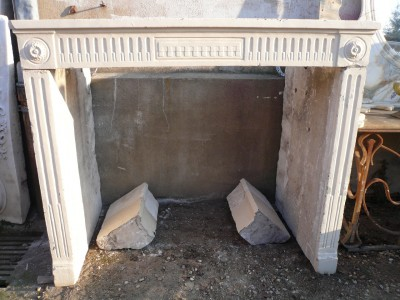 FIREPLACE  STONE OF BURGUNDY - Antique fireplaces