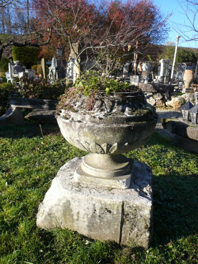 - Garden antiquities